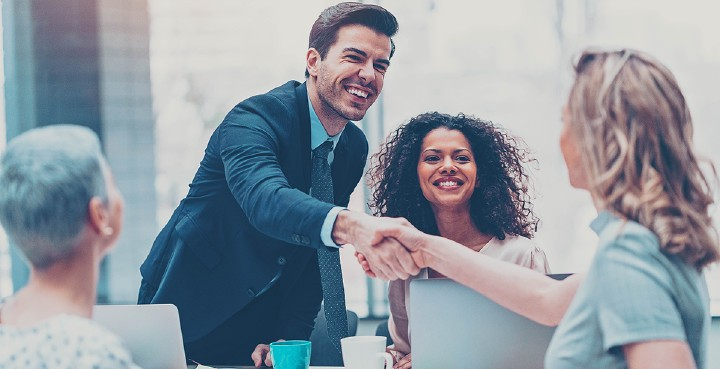 How to make a good first impression when you can not shake hands – for example via email? Photo: iStock
