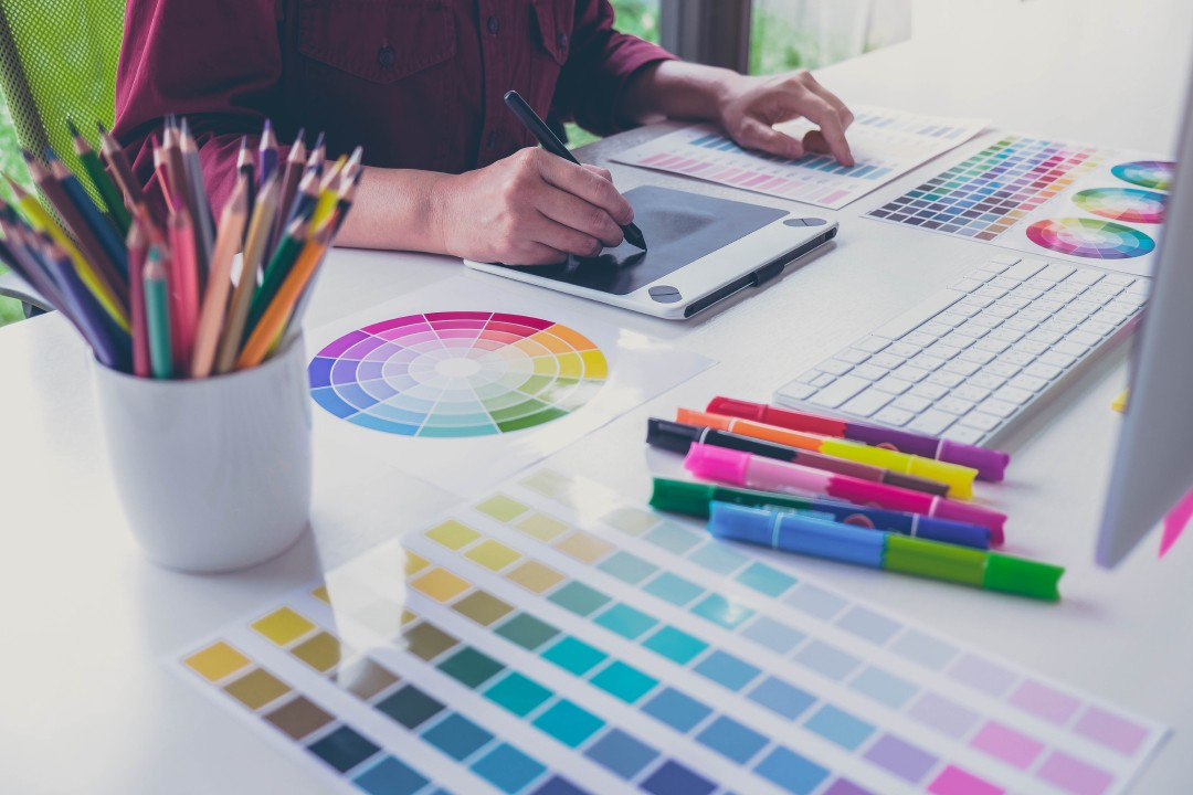 Companies in need of support are offered ad banner design services which comply with their strategy of advertising communication. Photo: iStock